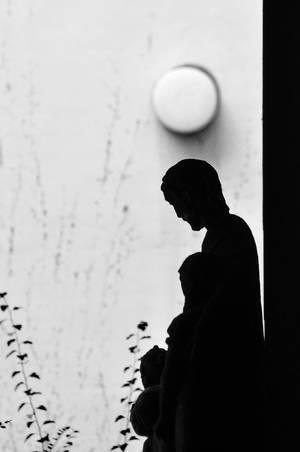 Statue im Schatten