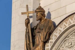 Statue über einem der Portale der Christ-Erlöser-Kathedrale
