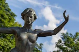 Staute einer nackten Frau im Gorki-Park