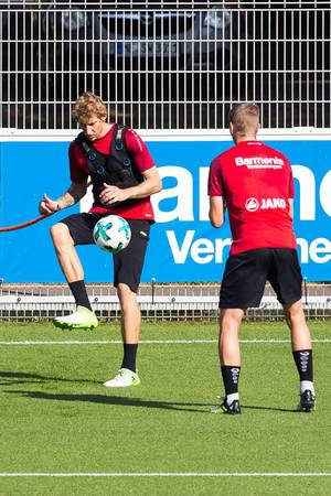 Stefan Kießling mit Gewichtsweste beim Training - Bayer 04 Leverkusen