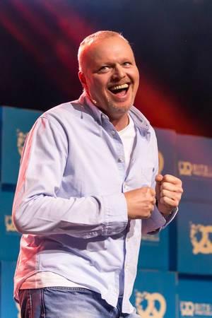 Stefan Raab lacht auf der Bits & Pretzels 2017