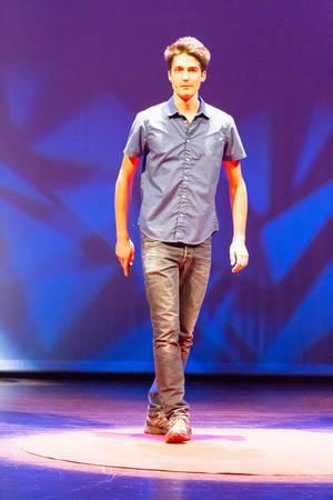 Stephan Schürmann hält einen Vortrag über das 3D gedruckte Fahrrad XT-CF20 bei der TEDxVenlo 2017