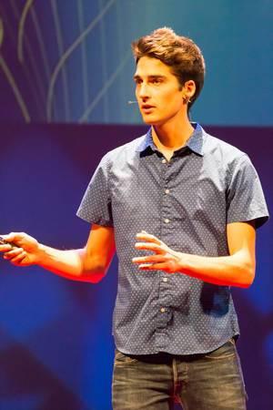 Stephan Schürmann hält einen Vortrag über die Zukunft von 3D-Printing bei der TEDxVenlo 2017