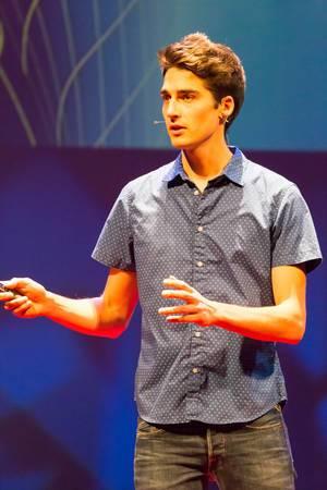 Stephan Schürmann hält einen Vortrag über die Zukunft von 3D-Printing - TEDxVenlo 2017