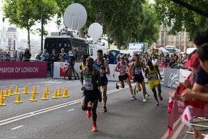 Stephno Gwandu Huche und weitere Läufer (Marathon Finale) IAAF Leichtathletik-Weltmeisterschaften 2017 in London
