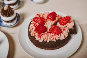Strawberry Cake Close up (Flip 2019)