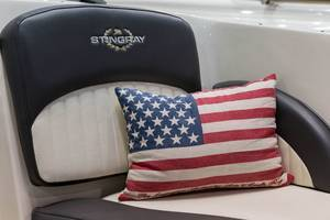 Stringray mit USA-Kissen