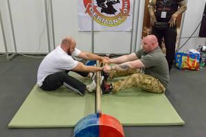 Strongman beim Kräftemessen - FIBO Köln 2018