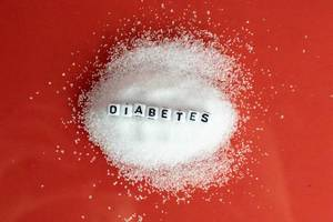 "Sugar mountain on a red surface with ""Diabetes"" dices"