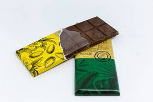Sunny Almond chocolate by iChock with dark almond nougat and crunch