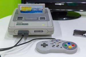 Super Nintendo SNES Konsole mit Controller und Spielkassette