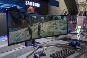 Super Ultra-Wide Monitor von Samsung auf der Gamescom 2018