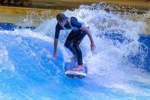 Surfing in the Surfpool by Citywave at fair Boot Düsseldorf 2018
