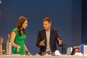 Susanne Schöne und Marcus Tychsen stellen verschiedene Bluetooth Lautsprecher und Kopfhörer vor