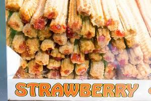 Süßspeise mit Erdbeeren