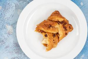 Sweet-Pastry-with-Pecam-Nuts-served-on-the-plate.jpg