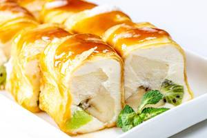 Sweet rolls with cheese, fruit and mint leaves (Flip 2020)