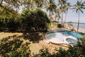 Swimming pool facing the beach at Punta Bulata
