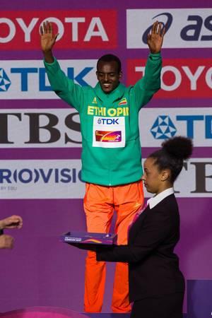 Tamirat Tola Silbermedaille (Marathon Finale) bei den IAAF Leichtathletik-Weltmeisterschaften 2017 in London