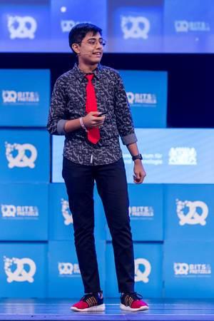 Tanmay Bakshi auf der Bühne