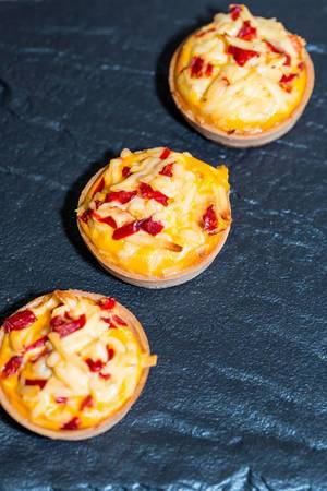 Tartlets baked with cheese  Flip 2019