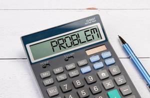 Taschenrechner zeigt das Wort Problem im Display an