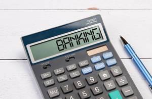"""Taschenrechner zeigt das Wort """"Bankwesen"""" (banking) im Display an"""