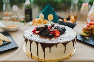 Tasty Homemade White Cake With Chocolate Glaze And Berries On Top (Flip 2019)