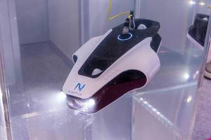 Tauchdrohne mit Rotorenantrieb und Lampen für ferngesteuerte Unterwasser-Aufnahmen