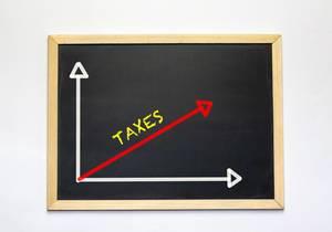 Taxes - Eine Grafik zu Steuern auf einer Tafel