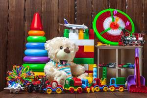 Teddybear with colourful kids toys