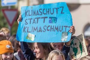 """Teilnehmer der Klimaproteste in Köln fordern """"Klimaschutz statt Klimaschmutz"""""""