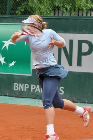 Tennisspielerin beim Vorhandschlag