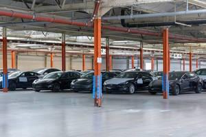 Tesla Autolager in Neuss