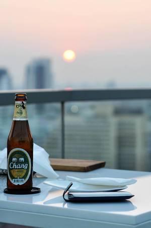 Thailändisches Chang Bier in der Zen Heaven Sky Bar