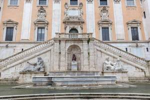 The impressive fountain with statues at the entrance of the Capitoline Museums