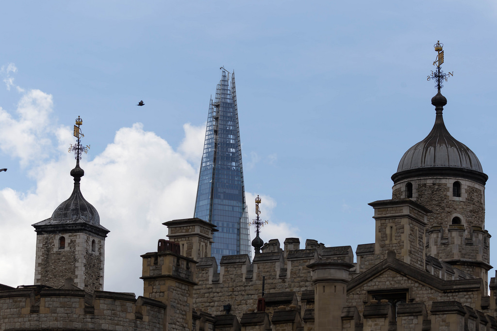 The Tower of London mit The Shard im Hintergrund