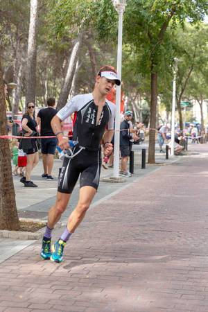 The triathlet Tristan Olij at the Peguera Challenge Triathlon turns around