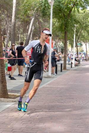 The triathlet Tristan Olij at the Peguera Challenge Triathlon turns around