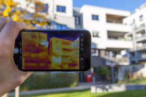 Thermal image of a building - FLIR infrared camera / iPhone