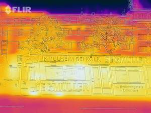 Thermal image of a tram - FLIR infrared camera / iPhone