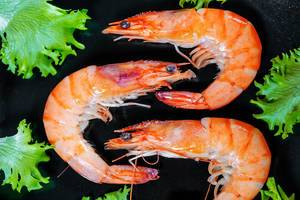 Three large prawns with lettuce leaves  Flip 2019