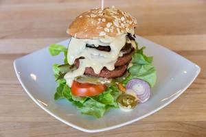 Tierfreies veganes Burger mit Beyond Meat Patty und Ketchup Special im Nahaufnahme