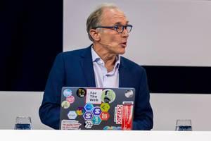 Tim Berners-Lee, Begründer des World Wide Web und HTML wird auf der Bühne der Digital X interviewt