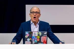 Tim Berners-Lee über die Zukunft vom Web auf der Bühne der Digital X in Köln