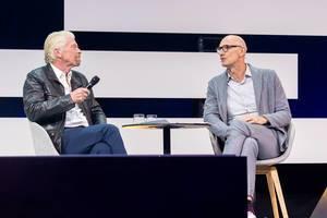 Tim Höttges und Richard Branson debattieren auf der Bühne der Digital X