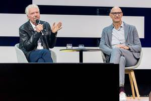 Tim Höttges zusammen mit Richard Branson auf der Digital X Bühne in Köln