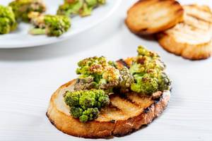 Toast with grilled broccoli for Breakfast (Flip 2019)