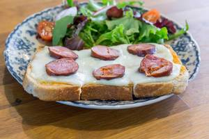 Toasts with Cheese, Salsiccia and salad
