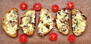 Toasts with mushrooms and cheese